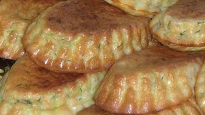 Cuketové muffiny s kyslou smotanou a cesnakom! Pripravené rýchlo za 20 minút!