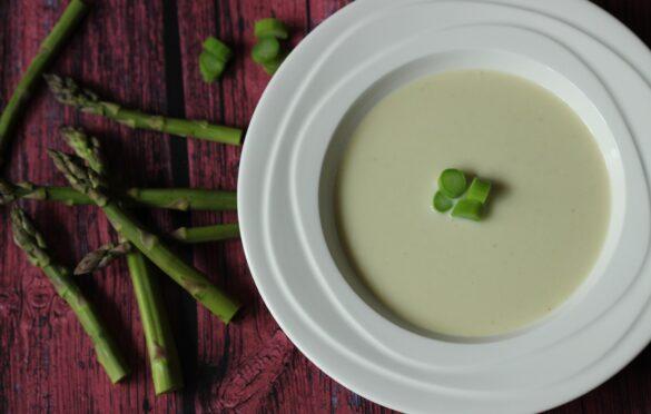 Najrýchlejšia polievka, ktorú u nás doma všetci milujú: Polievka z kyslého mlieka!