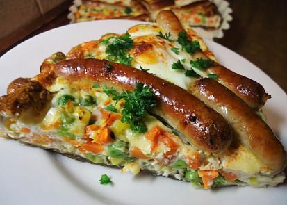 Zeleninový koláč s klobáskami a vejci